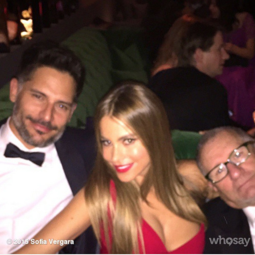 They say three's a crowd, but not when it comes to Sofia and her guys. The 'Modern Family' actress snuggled up to her fiancé Joe and TV husband Ed O'Neill at the 2015 SAG Awards.