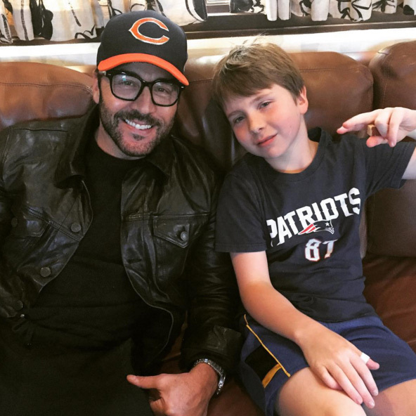 "Jeremy Piven used the holiday to have some much needed family bonding time. ""Hanging with my cousin Sam, thankful for all you guys... Go Bears!#thanksgiving""