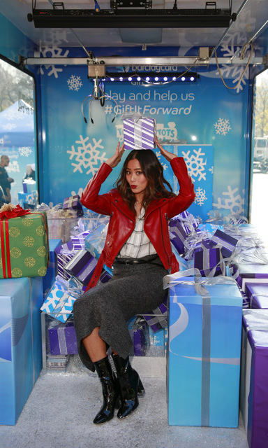 December 5: Newly married Jamie Chung enjoyed a beautiful day in NYC by stopping by Barclaycard Gift Grab, where she won a $25 gift card playing the larger-than-life version of the classic arcade 'Crane Game​.​'​ 