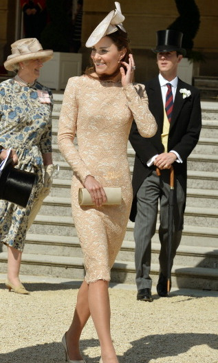 Kate was pretty in pink and très chic in a form-fitting Alexander McQueen dress for a garden party held at Buckingham Palace.