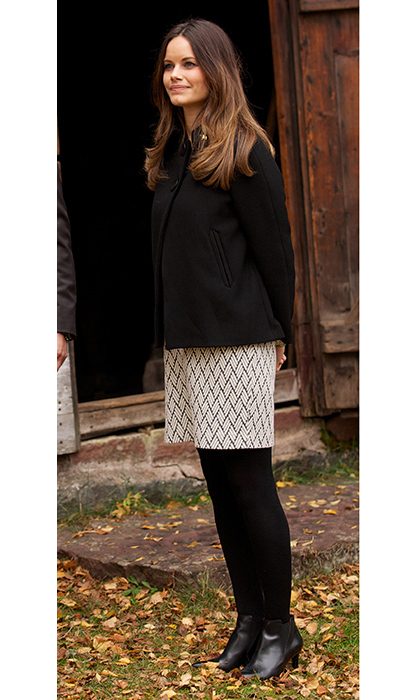 Enjoying a day out in Varmaland, the Princess, who was just starting to show, looked stylish in a cream and black dress covered by a stylish black jacket.