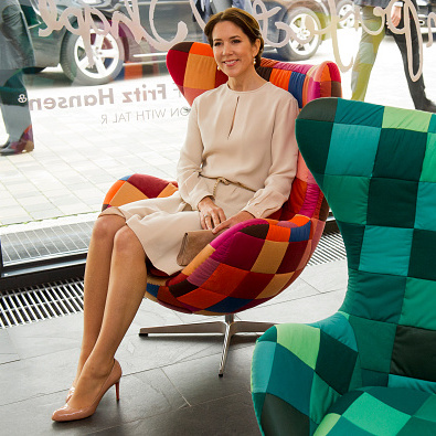 Making herself comfortable in nude heels while checking out a furniture store in Munich, Germany.