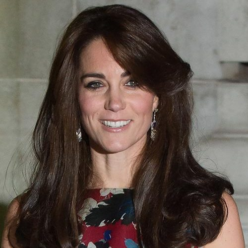Keep it simple and sweep your bangs to the side as Kate did here. This look works best with freshly washed hair. If you want more volume, feel free to backcomb your hair a bit. This a nice look for those lazy Mondays.