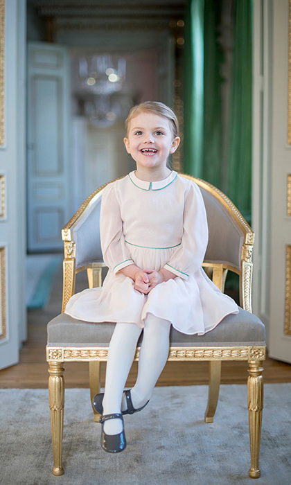 February 2016: Estelle looked cuter than ever in her sweet dress and patent leather Mary Jane shoes.