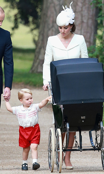 With one baby in tow and the other close by, Kate proved that she has eyes on both of her children at all times. 