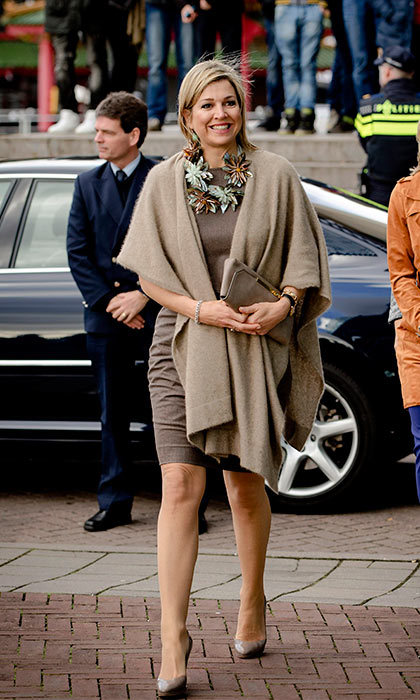 Queen Maxima of The Netherlands chose an oversized floral necklace to jazz up a brown dress, for an evening at the Conservatory in Amsterdam.