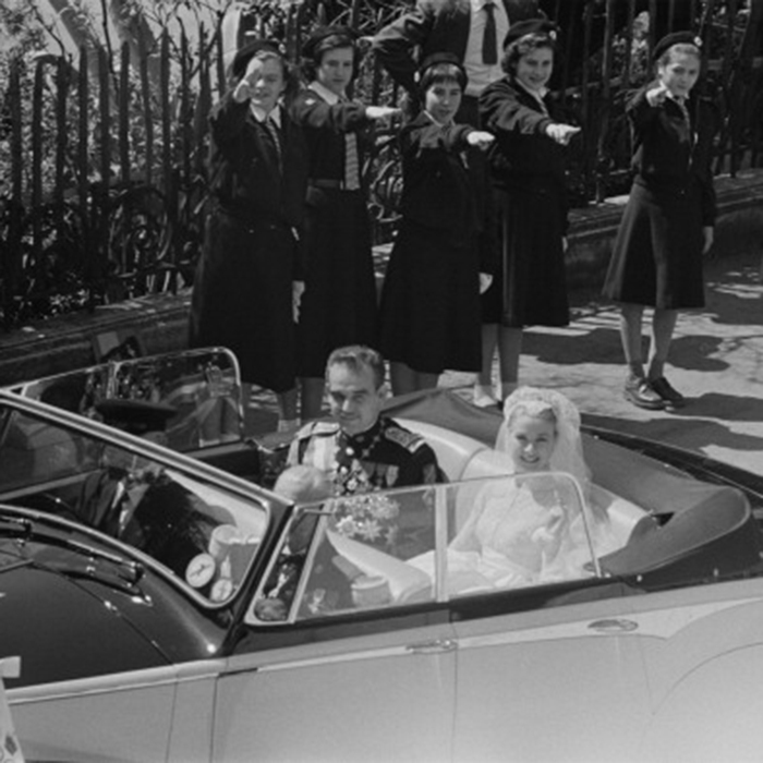 The people of Monaco really loved the royal couple! As a present after the religious ceremony, the people gifted Prince Rainier III and his new wife an open-top Rolls-Royce. The couple drove the car all around Monaco, waving to their fans and well-wishers. 