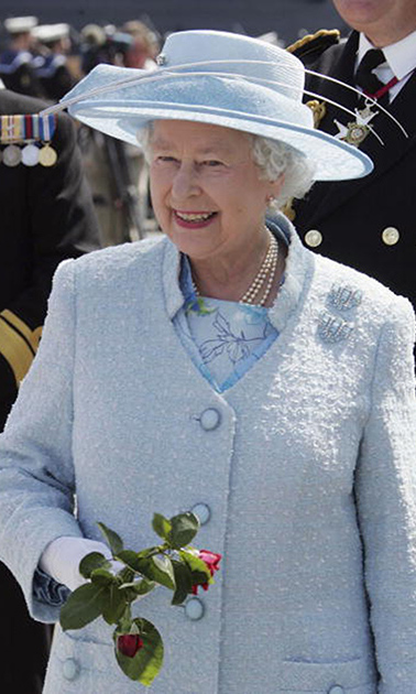 While paying a visit to troops, Queen Elizabeth had a moment in a sky blue hat that paired perfectly with her ensemble. 