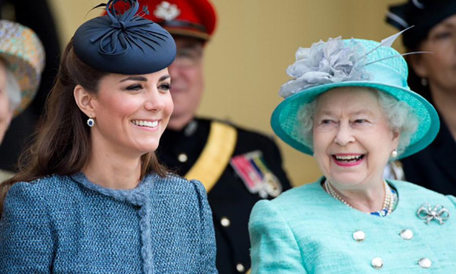 Kate Middleton took a nod from Queen Elizabeth and wore an elegant topper during the Diamond Jubilee in Nottingham. 