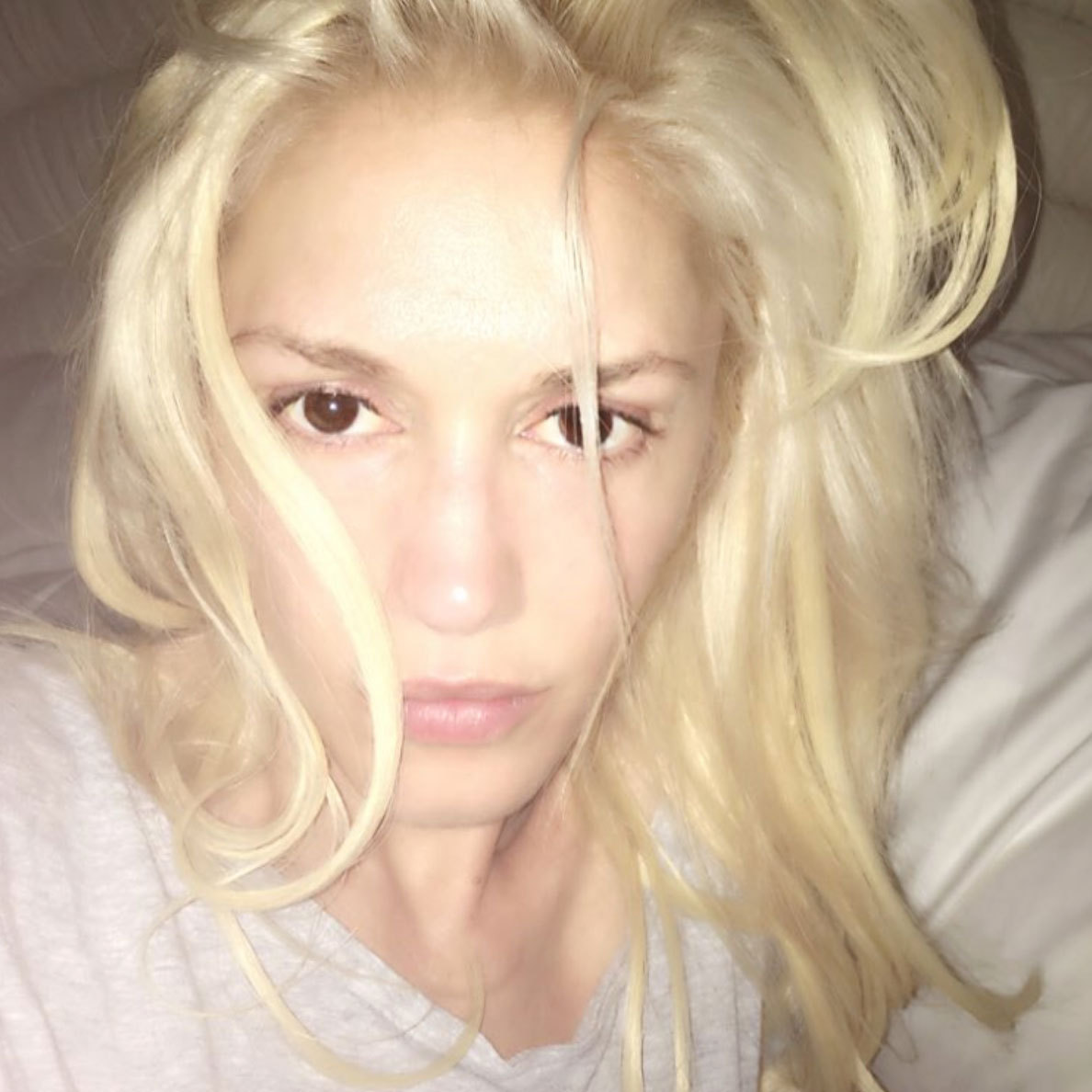 Glamor girl Gwen Stefani went makeup free for this selfie shot – complete with bed head! 