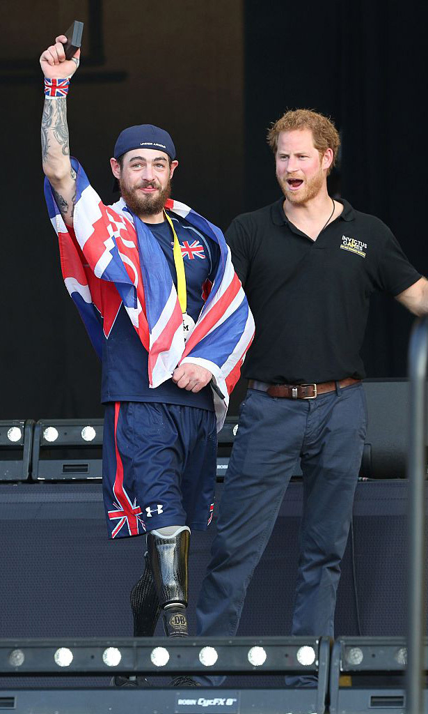 Three cheers for Team UK! Prince Harry cheered on a member of his team during the Invictus Games closing ceremonies.