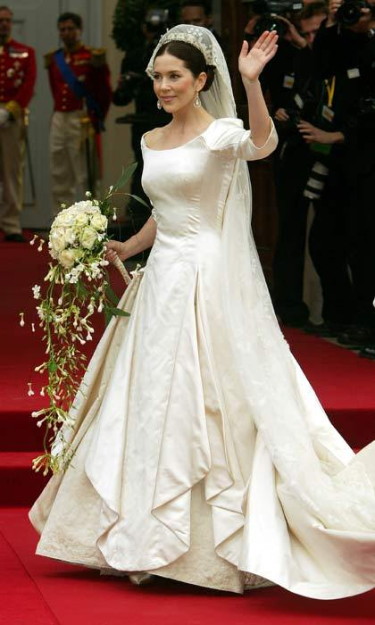 Arriving to the venue, Mary looked breathtaking in a simple ivory gown made of duchesse satin featuring a 19 ft train. The 32-year-old's wedding look was finished off with a delicate lace veil.