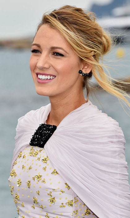 <b>Blake Lively</b> gave us major hair goals when she stepped out in Cannes with this elegant slightly undone updo, with a chic pink lipstick and long lashes.