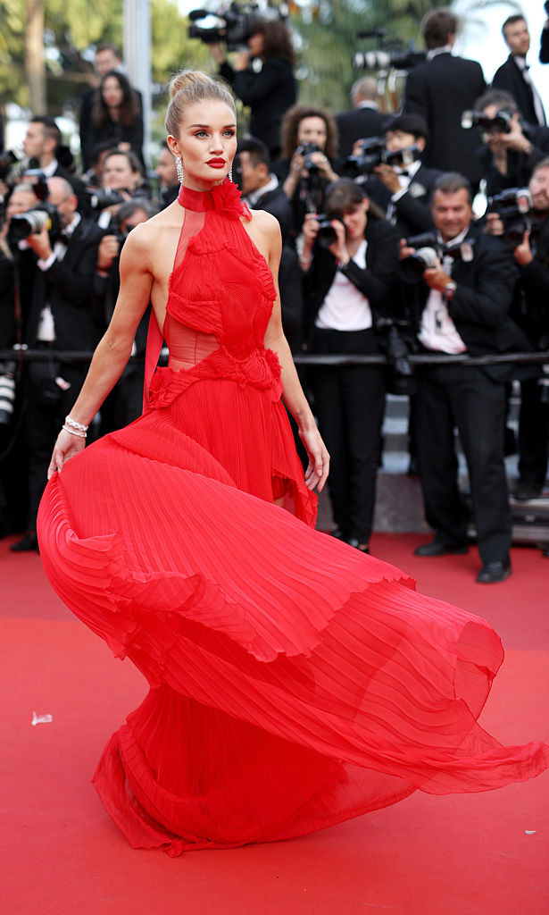 <i>Work it girl, give a twirl</i>. Rosie Huntington-Whiteley
