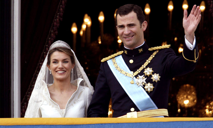 Following the street procession the newlyweds arrived at the Royal Palace. After hours of rain, the sun finally broke through as Felipe and Letizia came out onto the balcony to greet thousands of cheering royal fans in Madrid's Plaza Oriente below. Despite tradition the couple chose to forego a kiss infront of the the public.