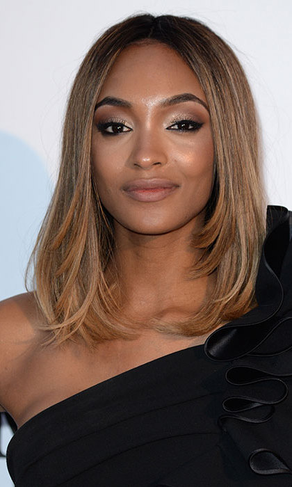 British model Jourdan Dunn wowed with her shoulder length bob worn down in a chic sleek blowdry. Using a hint of strobing and pale shimmering eyeshadow she highlighted her high cheekbones and oval-shaped eyes.
