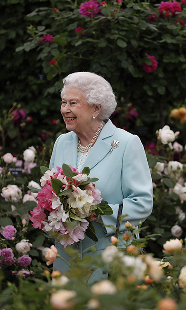 Celebrating the Queen! Queen Elizabeth made a royal appearance with her husband. The couple walked through a floral arch created in honor of her 90th birthday. 
