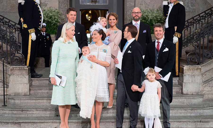 For the official photographs, Oscar posed with his godparents, Crown Prince Frederik, Crown Princess Mette-Marit and friends Hans Astrom and Oscar Magnuson, on the steps of the royal chapel.