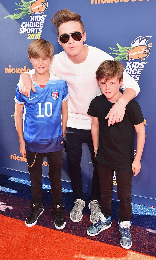 <b>He brings his brothers as award show dates</b>