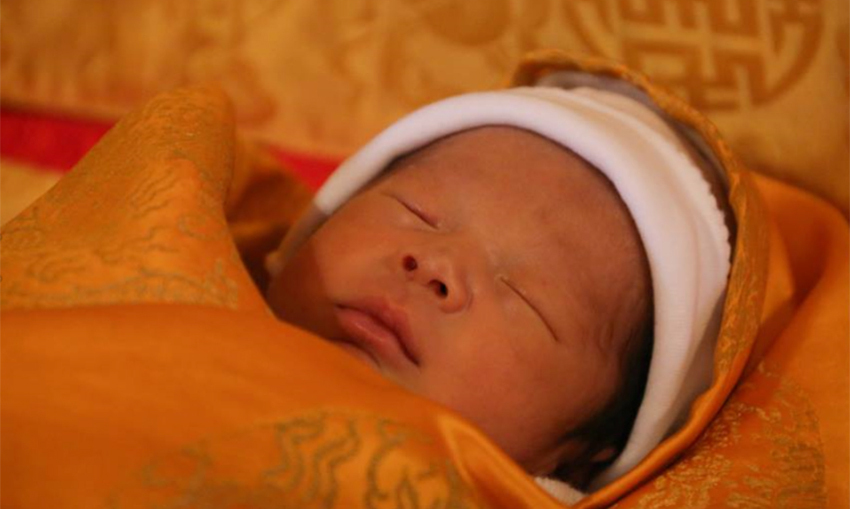 "Welcome to the world! Bhutan's <a href=""http://us.hellomagazine.com/tags/1/king-jigme/""><strong>King Jigme</strong></a> and <a href=""http://us.hellomagazine.com/tags/1/queen-jetsun/""><strong>Queen Jetsun Pema</strong></a> welcomed their first child, the Dragon Prince, on February 5. The royal parents showed off the first solo portrait of their child via Facebook. The cute snap of the snoozing heir was taken by his father.