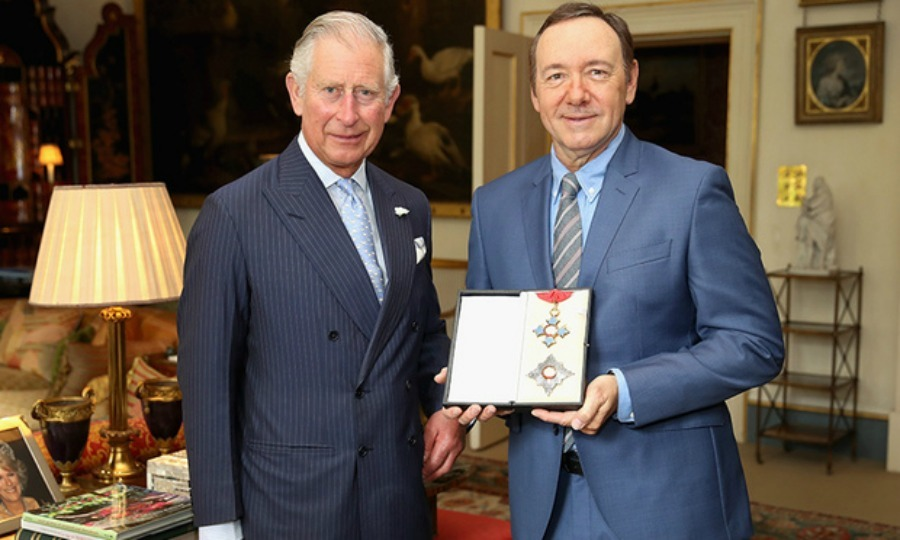 "<i>House of Cards</i> star <a href=""http://us.hellomagazine.com/tags/1/kevin-spacey/""><strong>Kevin Spacey</strong></a> received an honorary knighthood from <a href=""http://us.hellomagazine.com/tags/1/prince-charles/""><strong>Prince Charles</strong></a> at Clarence House on June 16. The actor was honored for his services to theater, arts education and international culture.