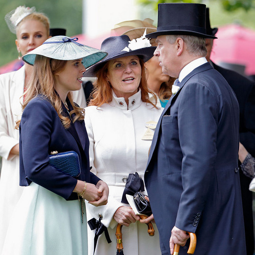 Family meeting! Princess Beatrice gathered with her parents, Sarah Ferguson and Prince Andrew, for a chat. <br>