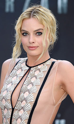 All eyes were on <b>Margot Robbie</b> at <i>The Legend of Tarzan</i> premiere when the blonde beauty rocked striking bold winged eyeliner, styling her hair into waves and sweeping it up into a bun. 