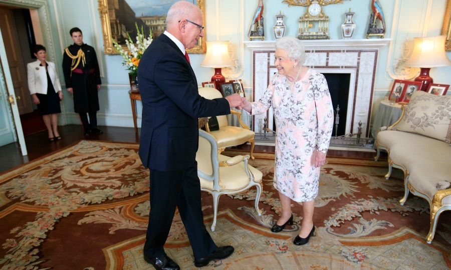 "<a href=""http://us.hellomagazine.com/tags/1/queen-elizabeth/""><strong>Queen Elizabeth</strong></a> was full of her usual charm when she greeted the governor of New South Wales, David Hurley at Buckingham Palace.  