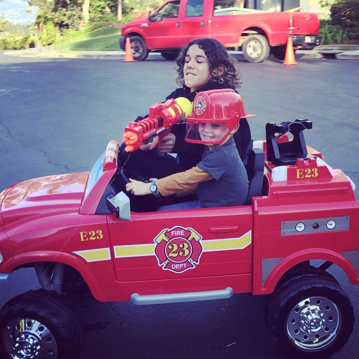 "<a href=""http://us.hellomagazine.com/tags/1/hilary-duff/""><strong>Hilary Duff</strong></a>'s son Luca Comrie was adorably patrolling a driveway in a firetruck and putting out fires on ""the cul-de-sac"" with his neighbor.