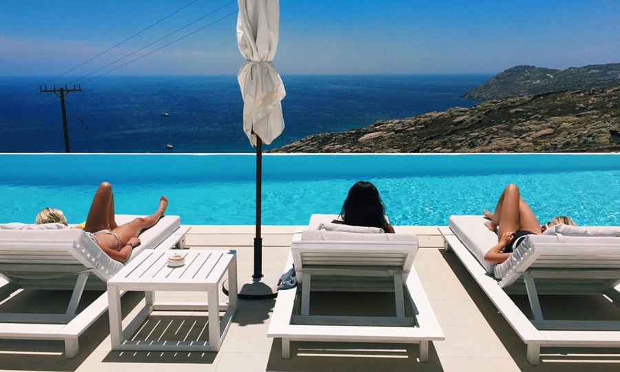 The birthday girl and her friends enjoyed breathtaking views of the Mediterranean Sea, while relaxing pool-side in Mykonos.