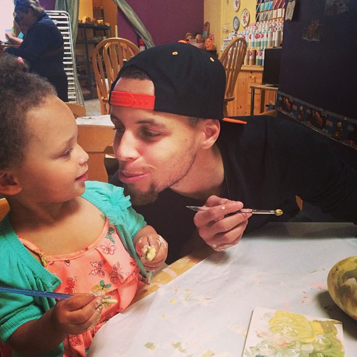 Riley Curry had a cute paint date with her NBA star dad <b>Stephen Curry</b>. 