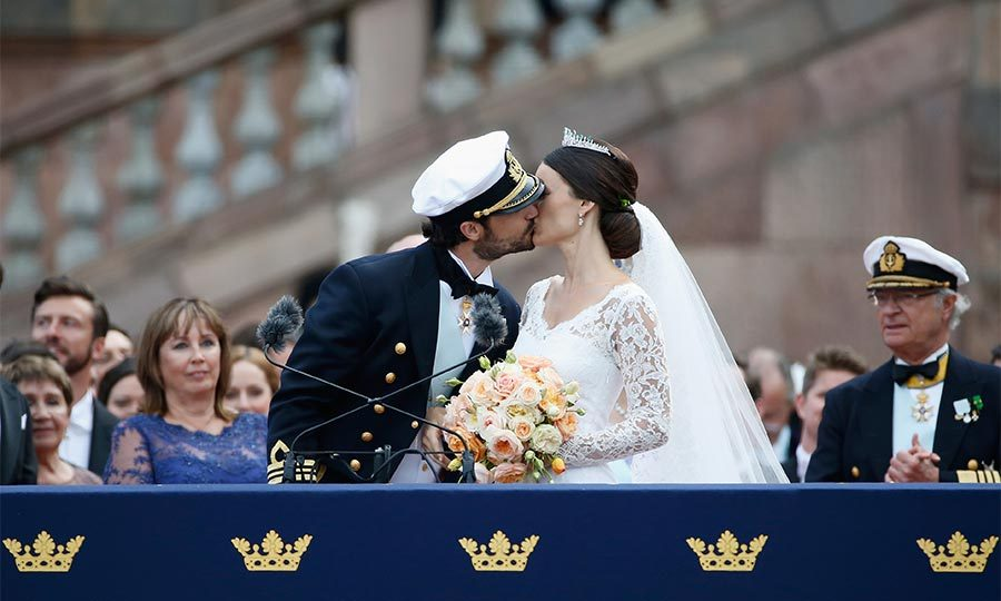 Once the service was over, Carl Philip and Sofia left chapel to singing and applause from the congregation and proceeded to greet the awaiting well-wishers – delighting them by sharing their first kiss as husband and wife.