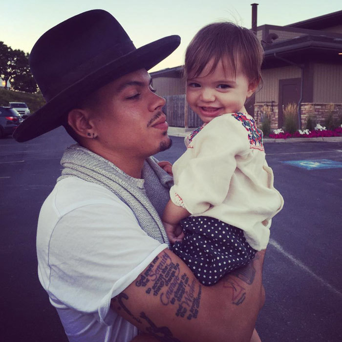 "Daddy's little girl! <b>Evan Ross</b> shared a precious photo of himself cradling his and wife <b>Ashlee Simpson</b>'s daughter Jagger Snow Ross. Attached to the photo, the dating father wrote, ""My BABYGIRL!!!!!!SO MUCH LOVE.""