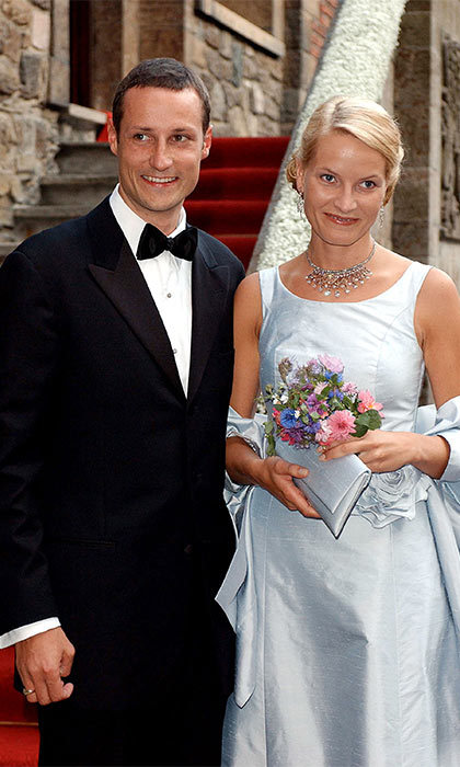 "On the eve of their wedding <a href=""http://us.hellomagazine.com/tags/1/crown-prince-haakon"" target=""_blank""><strong>Norway's Crown Prince Haakon</strong></a> and his bride-to-be <a href=""http://us.hellomagazine.com/tags/1/crown-princess-mette-marit"" target=""_blank""><strong>Mette-Marit Tjessem Høiby</strong></a> entertained guests at a pre-wedding party at Akershus Castle in Oslo.
