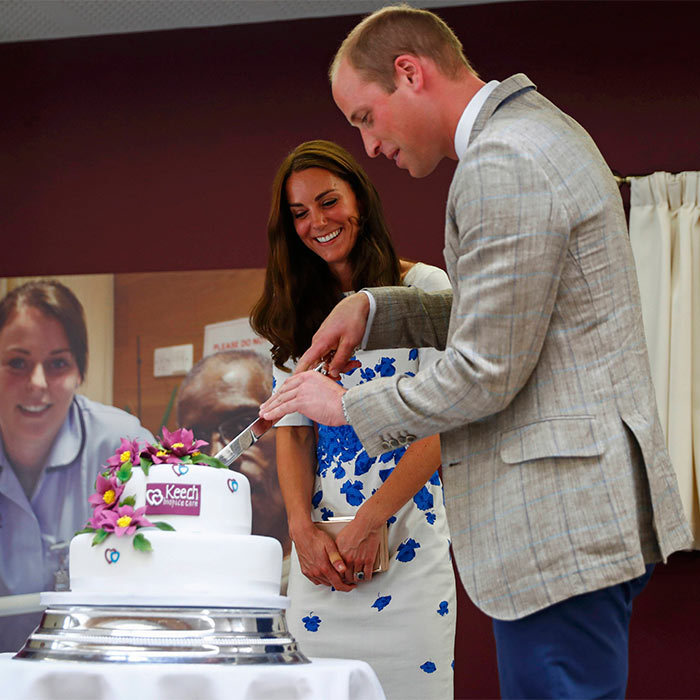 "<a href=""http://us.hellomagazine.com/tags/1/prince-george"" target=""_blank""><strong>Prince George</strong></a>'s parents were presented with a beautifully designed cake by the workers and patients at the hospice.