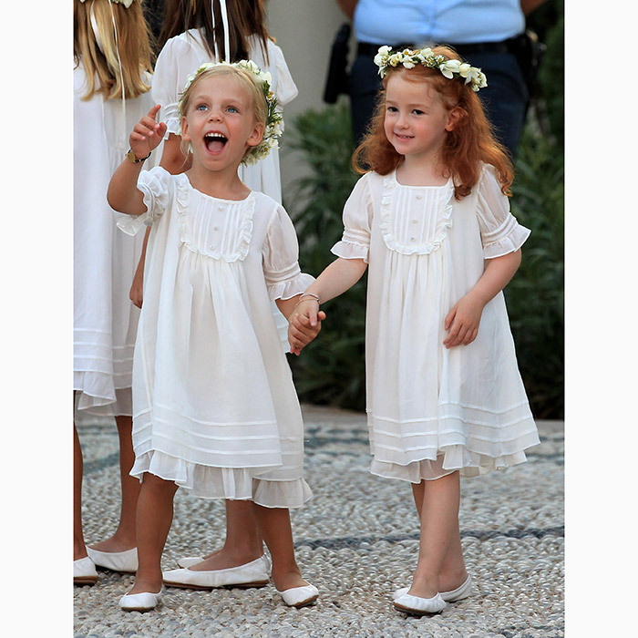 In addition to her six bridesmaids, the bride also had several tiny flowergirls and pageboys – Nikolaos' adorable young nieces and nephews – all clad in white.