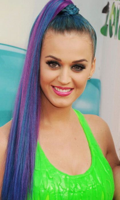 "<a href=""http://us.hellomagazine.com/tags/1/katy-perry/""><strong>Katy Perry</strong></a>'s hair looks like fireworks: blues, purples and pinks oh my!