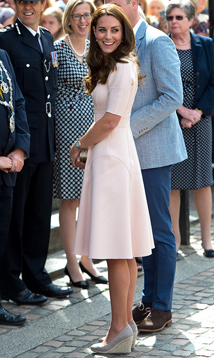 The stylish royal accessorized her feminine dress with drop earrings, a clutch bag and nude wedges from Monsoon.
