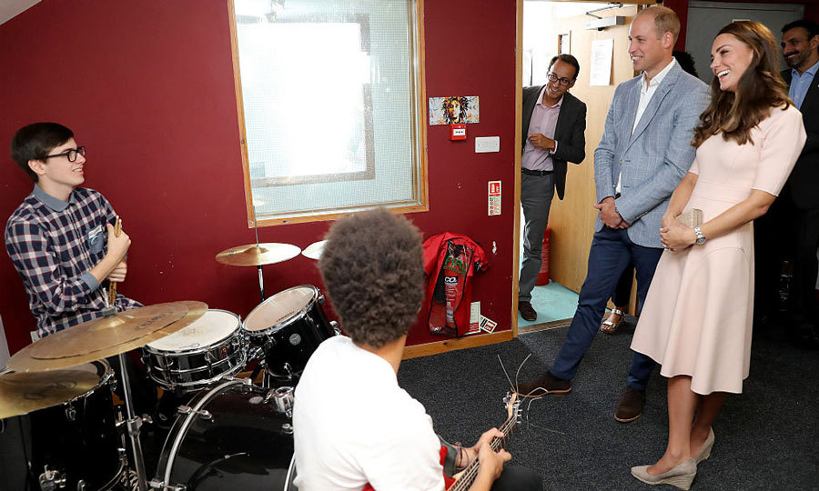 The royals chatted with members of the Zebs Youth Centre.
