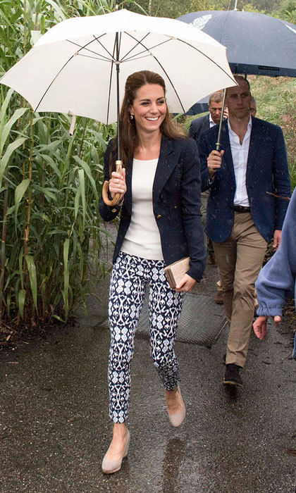 Despite the rain, the Duchess looked effortlessly stylish stepping out for the visit in ikat print ankle pants from the Gap, which she paired with her navy Smyth blazer and Monsoon wedges.