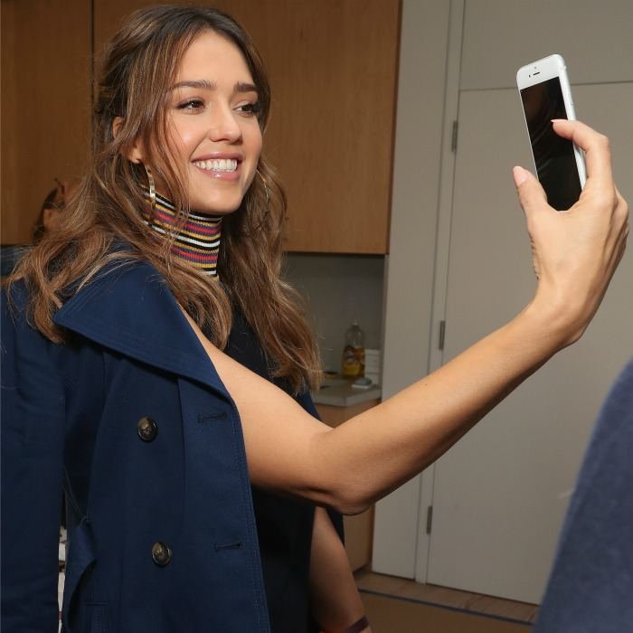 Jessica Alba got a quick selfie moment in backstage during the Tory Burch show. 