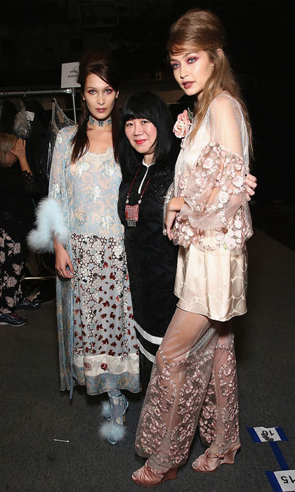 Sisters Bella and Gigi Hadid looked fierce in their runway looks as they posed with designer Anna Sui backstage at her show.