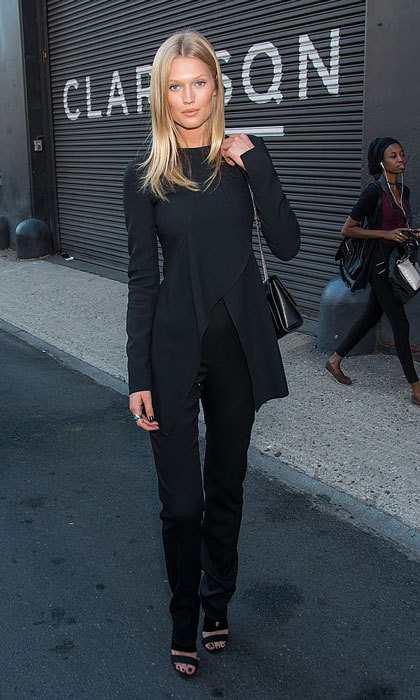 Toni Garrn exuded Parisian chic in an all-black outfit as she made her way to the Boss Womenswear fashion show at Clarkson Sq.
