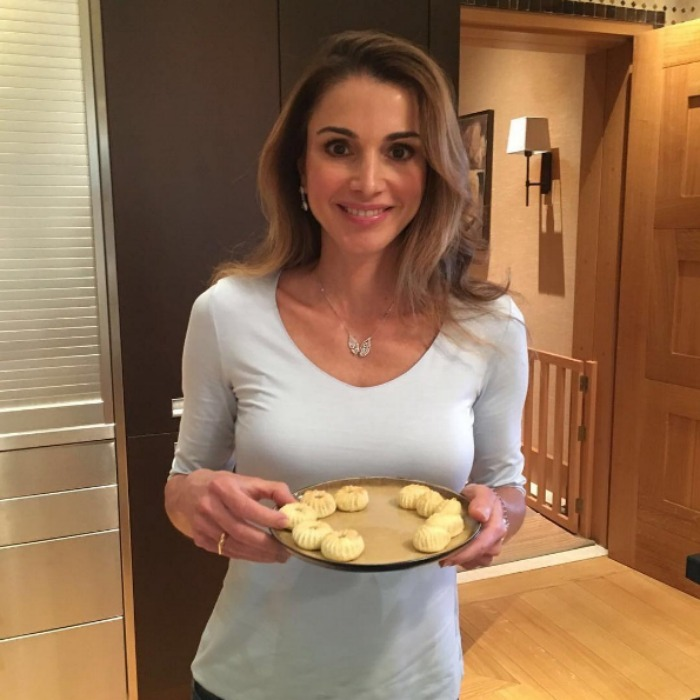 "<a href=""http://us.hellomagazine.com/tags/1/queen-rania/""><strong>Queen Rania</strong></a> celebrated Eid Mubarak, and had a snacking dilemma, with a series of special treats. 