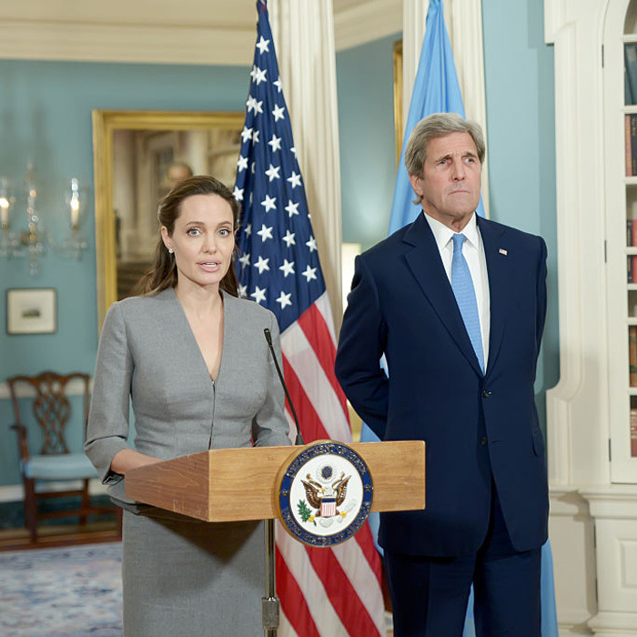 After taking a bite out of the Big Apple, Angelina traveled to Washington, D.C. for World Refugee Day, where she made an appearance at the US State Department to deliver a speech on the global refugee crisis.