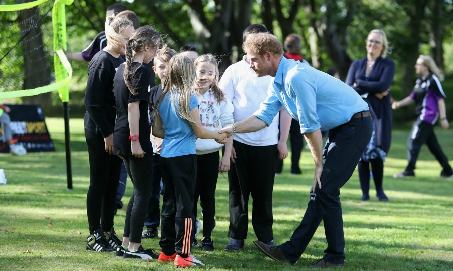 Harry made the girls swoon during a meeting at the Streersport initiative at Robert Gordon University in Aberdeen, Scotland. 