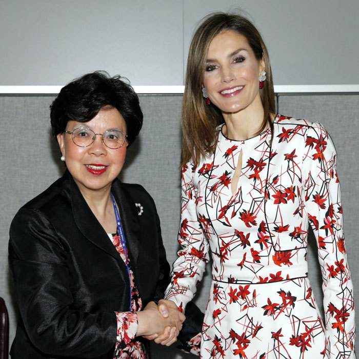 "<a href=""http://us.hellomagazine.com/tags/1/queen-letizia/""><strong>Queen Letizia</strong></a> looked regal in a red floral printed dress to meet with the Director-General of the World Health Organization, Margaret Chan. 