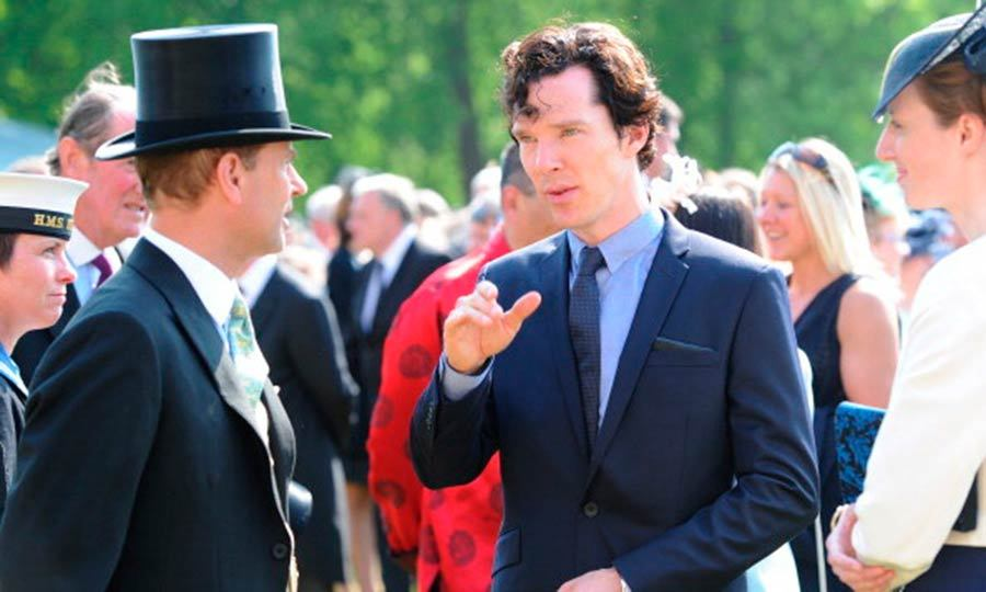 "A longer-haired <a href=""http://us.hellomagazine.com/tags/1/benedict-cumberbatch/""><strong>Benedict Cumberbatch</strong></a> chatted with <a href=""http://us.hellomagazine.com/tags/1/prince-edward/""><strong>Prince Edward</strong></a> at the Queen's garden party in June 2013.
