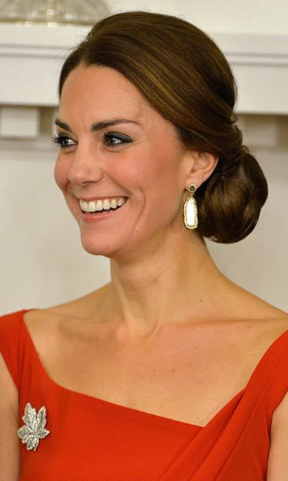 The Duchess of Cambridge put her mane in a classy up-do, simply accessorizing with a pair of earrings and the Queen´s maple leaf brooch while in attendance at the Goverment of British Columbia reception at Government House on September 26, 2016 in Victoria, Canada. 