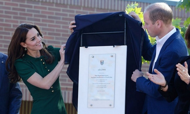 Kate and William unveiled a plaque at the university that was celebrating a milestone year.